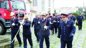 11 desfile dos bombeiros junto às novas viaturas DR