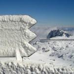 Neve encerra estradas na Serra da Estrela
