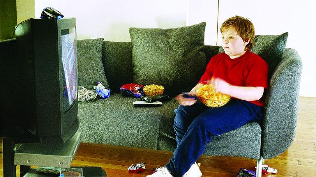 Resultado de imagem para televisão e obesidade infantil
