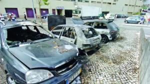 03 carros queimados