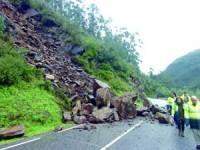 Derrocadas cortam estrada em Penacova