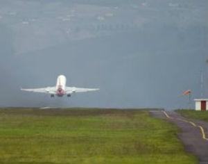 aeroporto aviao levanta voo