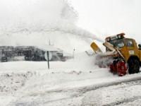 Primeiro nevão da época corta estradas na Serra da Estrela