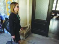 Ana Saltão à entrada da sala de audiências. FOTO CARLOS JORGE MONTEIRO