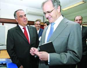 Horácio Pina Prata, presidente do NERC, e Pires de Lima, ministro da Economia. FOTO LUÍS CARREGÃ