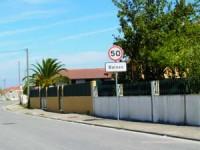 Portão mal fechado e ausência de proprietários facilitou o assalto. FOTO JOANA SANTOS