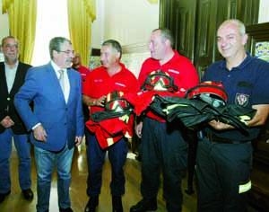 CIM Região de Coimbra comprou equipamentos que cedeu à Câmara de Coimbra para chegarem aos bombeiros. FOTO LUÍS CARREGÃ