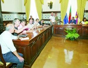 Assinatura de acordos de execução voltou a revelar tensão entre alguns autarcas de freguesia e Manuel Machado. FOTO LUÍS CARREGÃ