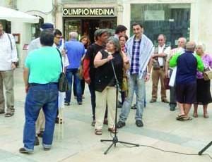 Sharif Ghithan junto da porta-voz da CPPC, Isabel Melo. FOTO ANTÓNIO ALVES