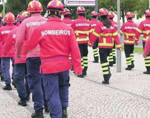 Duzentos jovens bombeiros da Guarda em acampamento distrital