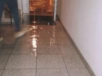 Rutura em condutas inundou apartamentos