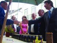 As entidades oficiais visitaram a feira do mel. FOTO PATRÍCIA CRUZ ALMEIDA
