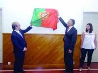 Ricardo Pereira Alves e Cavaco Silva descerraram placa alusiva às comemorações dos 900 anos do Foral. FOTO CARLOS JORGE MONTEIRO