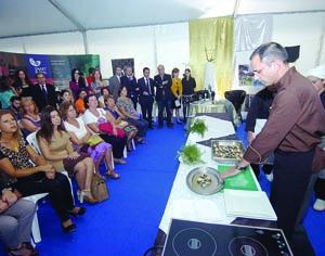 Secretário de Estado do Mar visitou a Frijobel e assistiu à degustação de pescado português. FOTO CARLOS JORGE MONTEIRO