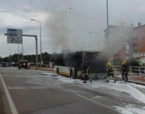 Ardeu hoje autocarro dos transportes urbanos de Coimbra