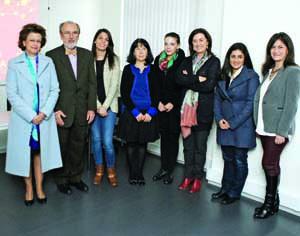 Isabel Carreira (CIMAGO) e Carlos Oliveira juntamente com as bolseiras e suas coordenadoras. FOTO DB/LUÍS CARREGÃ