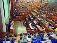Primeiro debate entre candidatos à AAC encheu auditório da Faculdade de Direito. FOTO DB/CARLOS JORGE MONTEIRO