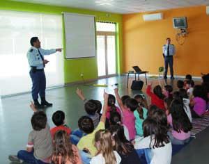 Cerca de 100 alunos assistiram à ação de sensibilização. FOTO DB/JOANA SANTOS