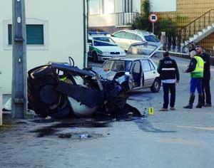 Violência do embate é visível no estado em que ficou o veículo. FOTO DB/CARLOS JORGE MONTEIRO