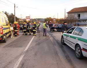 Três viaturas estiveram envolvidas no acidente. FOTO DB/JOANA SANTOS