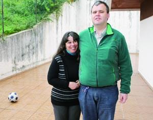 Casal reside com os dois filhos na rua Brigadeiro Correia Cardoso. FOTO DB/LUÍS CARREGÃ