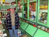 José Malva Relva mantém a mercearia como antigamente. FOTO DB/JOANA SANTOS