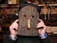 Máscaras de cortiça devolvem Entrudo antigo a aldeias da Serra da Lousã