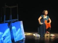 Em palco, Catarina Moura e Luís Pedro Madeira constroem um espetáculo simples e belo, feito de música, histórias, adivinhas e provérbios. FOTO PEDRO RODRIGUES