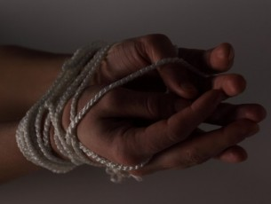 Mil euros roubados depois de amordaçar mulher em Tábua