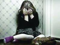 Homens detidos por abusos a duas meninas