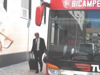Autocarros do Benfica e Marítimo em marcha para o Estádio Cidade de Coimbra