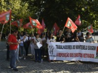 Duas dezenas de trabalhadores turísticos do grupo Visabeira concentrados em Viseu