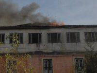 Incêndio destruiu casa devoluta no Almegue