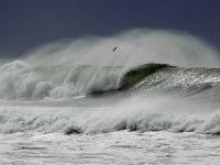 Forte ondulação vira duas embarcações ao largo de S. Jacinto, em Aveiro