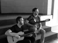 Livros com música ao vivo para apoiar a Associação Cavalo Azul