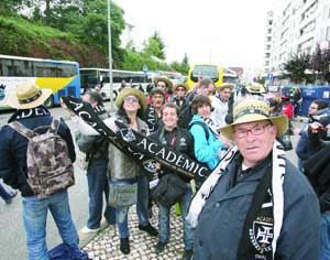 Quinze autocarros da Académica hoje a caminho do Estoril