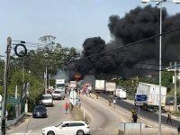 Incêndio em camião destrói milhares de garrafas de plástico em Condeixa (com vídeo)