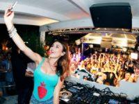 Canadiana Juicy M atua no festival de música eletrónica da Pampilhosa da Serra