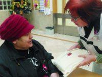 Liga Contra o Cancro distribui prendas e esperança nos CHUC