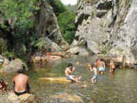 Passadiço de um quilómetro liga aldeia do xisto a praia fluvial em Figueiró dos Vinhos