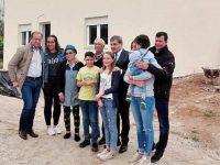 Uma das 12 casas reconstruídas pela FPF foi entregue a família de Pinheirinho