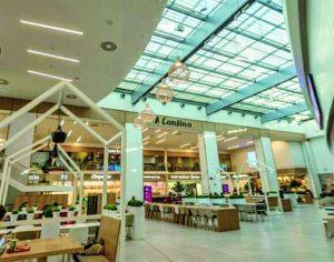 Centros comerciais reabrem na segunda-feira com regras de lotação