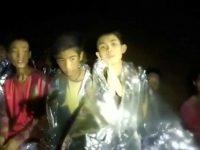 Quatro dos 12 jovens e treinador presos em gruta da Tailândia já foram resgatados