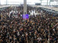 Professores protestam em Hong Kong em solidariedade aos jovens manifestantes