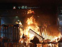 Manifestação pró-democracia começa pacificamente em Hong Kong e evoluiu para protestos