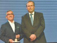Foto CMMV - Médico recebeu a maior distinção da Gala das mãos do presidente Miguel Baptista