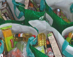 Crianças carenciadas e famílias vulneráveis recebem cabazes alimentares