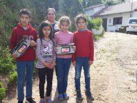 Emigrante dá tablets a crianças de Soure
