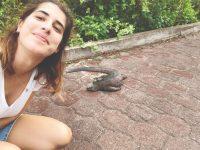 Bióloga retida nas Galápagos já está em casa