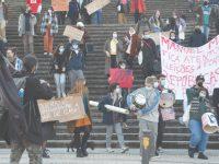 Estudantes na rua em defesa das Repúblicas